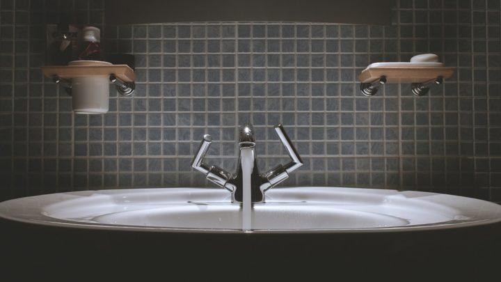 Простое, но очень эффективное средство от грязи и плесени  в ванной