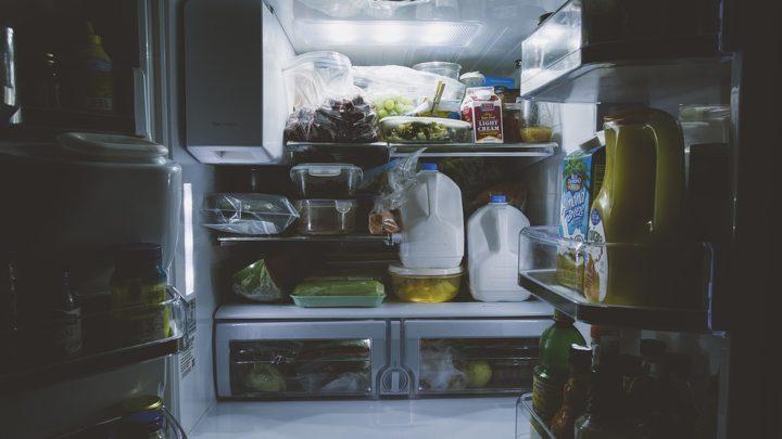 10 советов, чтоб избавиться от неприятного запаха в холодильнике