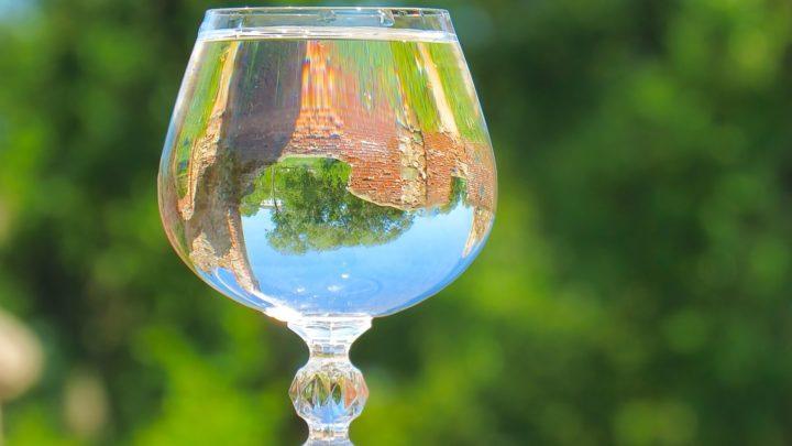 Необычная притча о стакане воды и о правильном отношении к проблемам