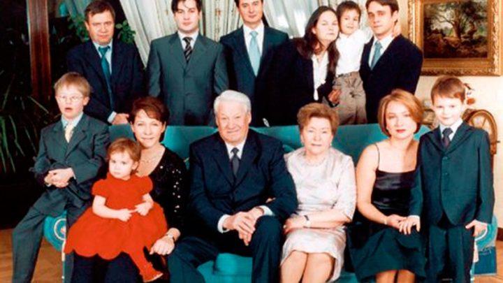 Пенсионерка Ельцина живет на даче весело: вдова Ельцина живет во дворце с кучей прислуги и садовником