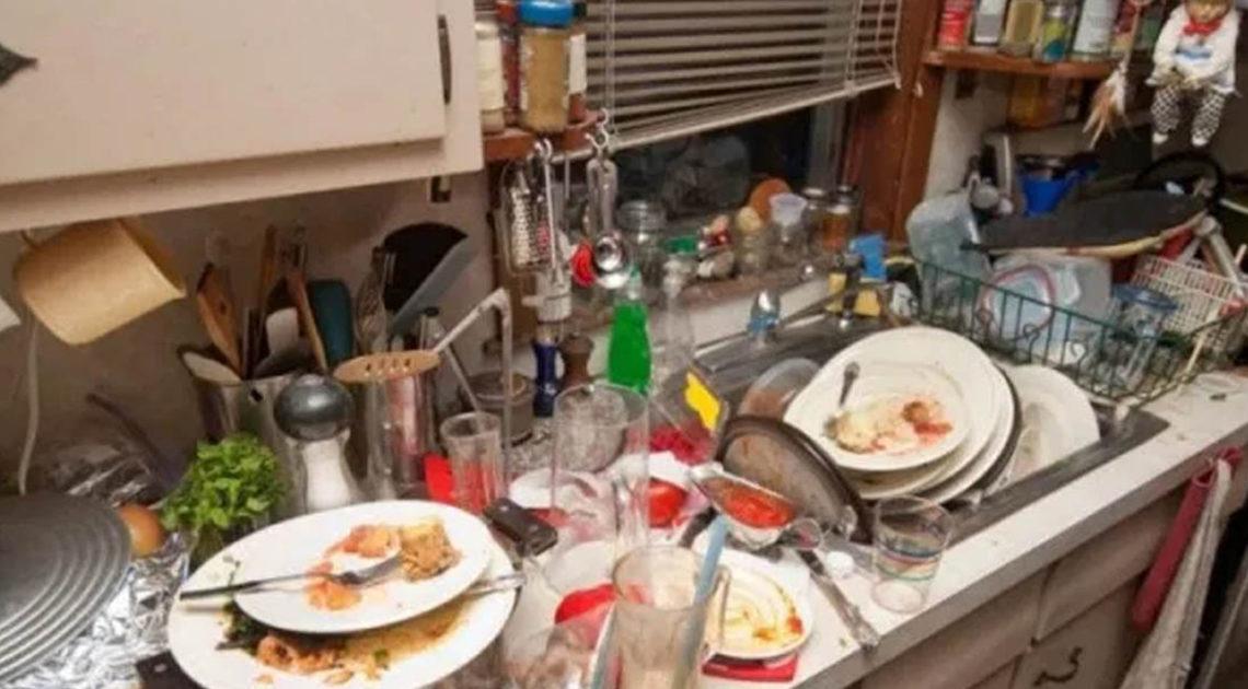 Почему в гостях не стоит мыть посуду и помогать хозяевам