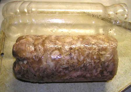 Рулет из курицы, приготовленный в бутылке