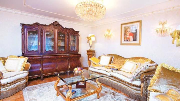 Надежда Кадышева — жизнь во дворце и подарок мужа, автомобиль ценою в 15 миллионов рублей.