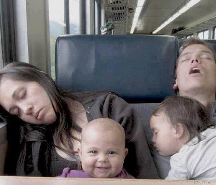25 забавных фотографий, демонстрирующих нелегкую, но забавную жизнь новоиспеченных родителей