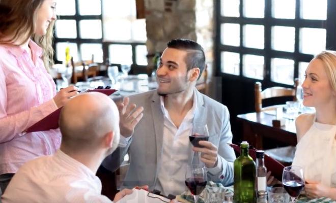 Встреча «бедной» официантки и богатой барышни в элитной парикмахерской