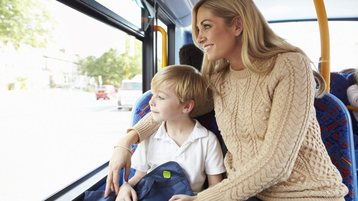 Женщина сказала девушке уступить место ее сыну. Ответ девушки был бесподобен!