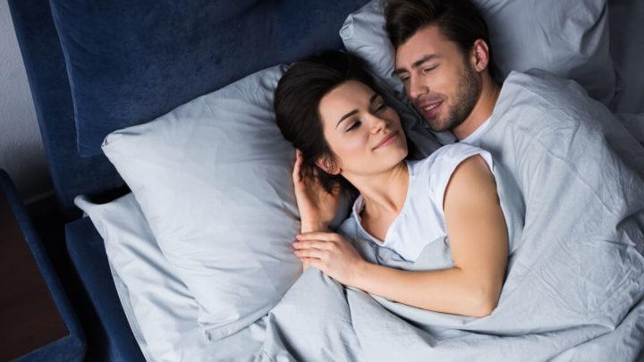 Как ложатся спать женщины и мужчины