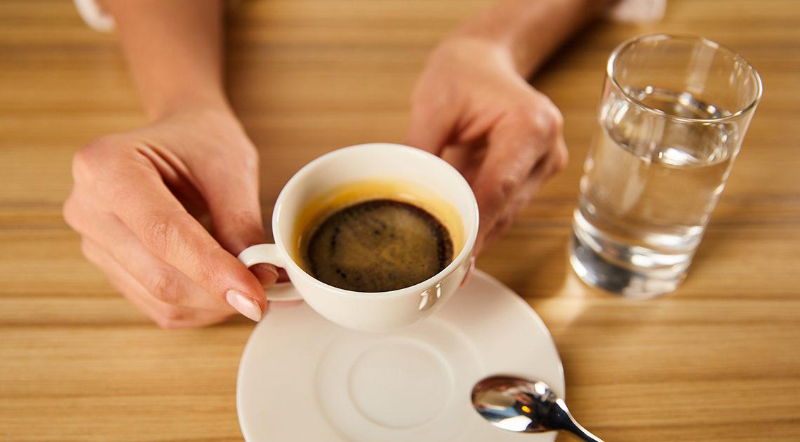 Почему надо запивать кофе водой