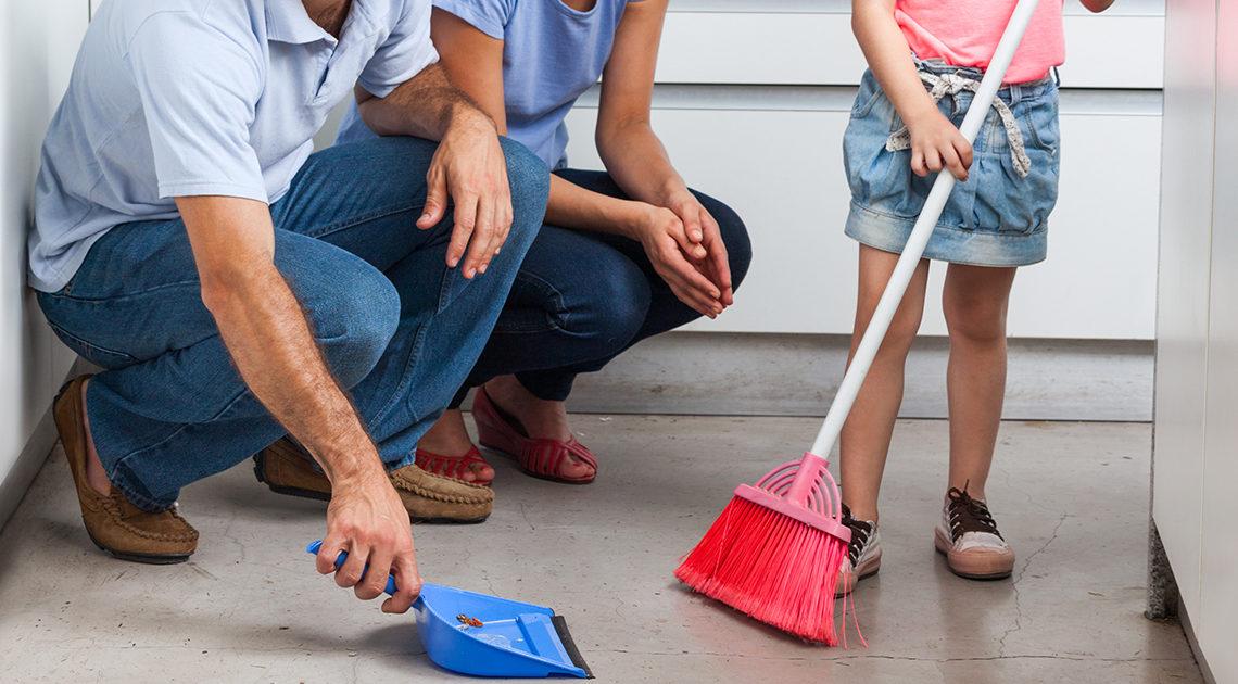 Как приучить ребенка соблюдать чистоту в доме
