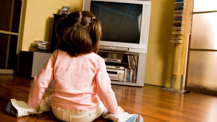 Как отвлечь ребенка от телевизора и монитора