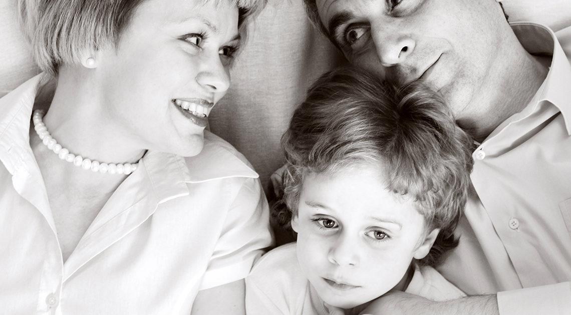 Семью Котовых все считали образцовой. Отец и мать были учителями. В семье было двое детей. Но первый же отпуск на море разрушил эту иллюзию