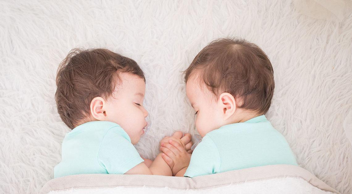 Родились две здоровенькие красавицы. Только вот биологические родители пропали
